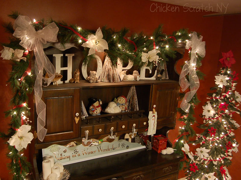 Christmas hutch for Country style christmas decorations
