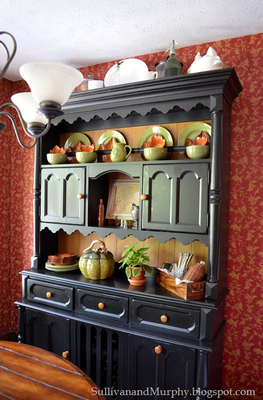 fall decorated hutch_thumb[1]